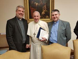 Da sinistra, padre Giacomo Costa, papa Francesco e don Rossano Sala