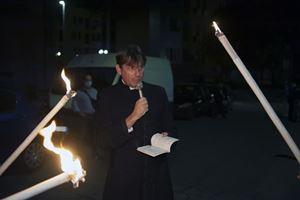 Don Coluccia, armato di preghiera e rosario nelle strade di notte (Foto Alessia Giuliani / CPP).