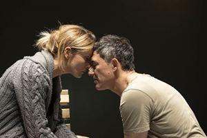 Una scena di Promenade de santé con Filippo Timi e Lucia Mascino in programma al Franco Parenti dal 22 ottobre