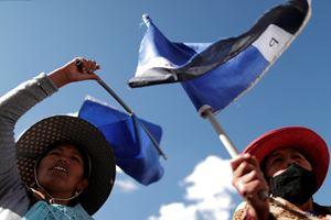 Manifestanti a sostegno del Movimiento al socialismo (foto Reuters).