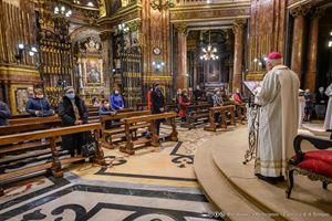 Recita del Rosario del sabato al Santuario mariano della Consolata, a Torino. Foto di Andrea Pellegrini per La Voce e il Tempo. Per gentile concessione.