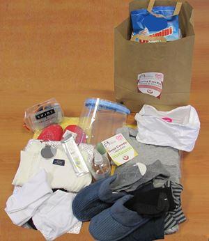 Il materiale di prima necessità del kit d'emergenza di Salvamamme
