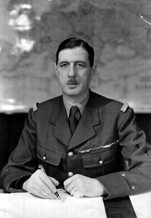 Sopra e in alto, il generale Charles de Gaulle, 1890-1970. Foto Ansa.