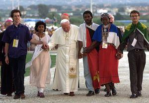 Papa Giovanni Paolo II alla Gmg di Roma, il 19 agosto 2000. Foto Reuters.