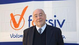 Gianfranco Cattai, presidente uscente della Focsiv. In copertina, la nuova presidente: Ivana Borsotto.