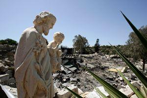 Foto Reuters. In alto e in copertina: foto Ansa.