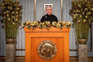Berit Reiss-Andersen, presidente del Comitato per il Nobel norvegese, tiene il suo discorso discorso alla cerimonia quest'anno virtuale (a causa del Covid-19) per la consegna del Nobel per la pace (foto Reuters).
