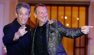 Fiorello e Amadeus insieme durante il benvenuto organizzato nel Casinò di Sanremo (foto nell'articolo Ansa)