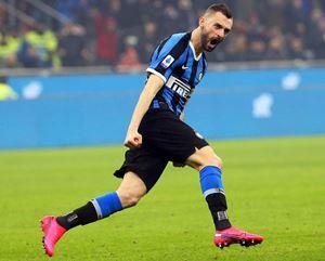 Il croato Brozovic esulta dopo il gol segnato. Così è partita la rimonta dell'Inter (Epa/Matteo Bazzi)