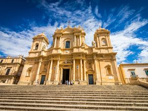 La cattedrale di Noto. Il beato Corrado Confalonieri è patrono della città siciliana