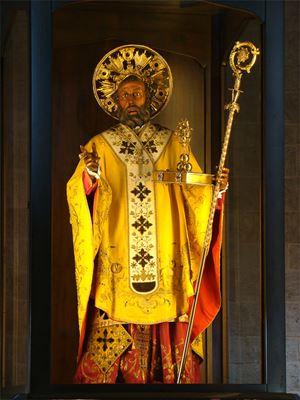San Nicola di Bari, noto anche come san Nicola di Myra, nacque nell'attuale Turchia nel 270 e morì nel 343 in Asia Minore. Nel 1087 le sue spoglie mortali vennero portate a Bari.
