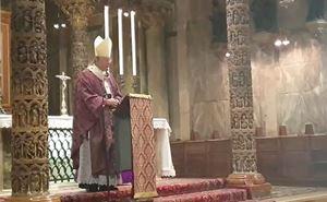 Venezia, Mercoledì delle Ceneri, 26  febbraio 2020. Un fermo immagine della Messa celebrata dal patriarca Francesco Moraglia in una Basilica di San Marco deserta. Foto tratta dal sito Gente veneta.