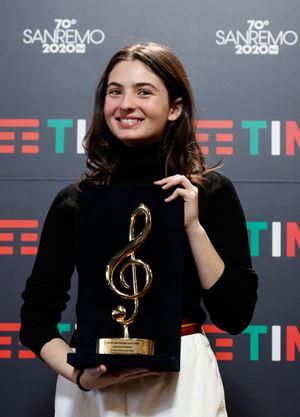 Tecla, 16 anni, ha gareggiato a Sanremo. Con la sua canzone ci ha mostrato una gioventù diversa dagli stereotipi (foto Ansa)