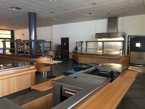 La mensa dell'ospedale allestito a Bergamo presso i padiglioni della Fiera. Qui lavorano anche i volontari della brigata della famiglia Cerea del ristorante tristellato Da Vittorio a Brusaporto.
