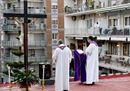 Coronavirus, a Napoli la Via Crucis sui tetti