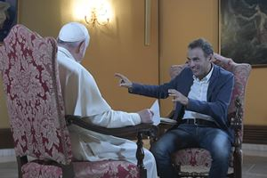Don Marco Pozza con papa Francesco (Ansa)