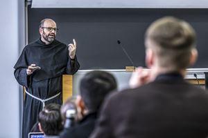 Una lezione di Paolo Benanti alla Pontificia Università Gregoriana di Roma prima della sospensione a causa del coronavirus (foto di Stefano Dal Pozzolo / Contrasto)
