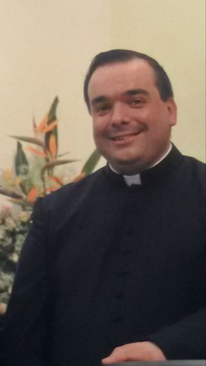 Don Franco Pala, 47 anni, parroco delle comunità San Giovanni Battista e Spirito Santo di Orotelli