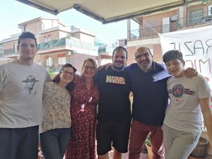 Emma Ciccarelli al centro con il marito e i figli: Davide, 27 anni, Maria Francesca 24, Alessandro 19 e Lorenzo 14.