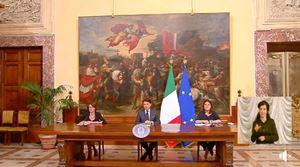 Il premier Conte tra il Ministro della Famiglia Elena Bonetti (alla sua destra) e il Ministro del lavoro Nunzia Catalfo alla conferenza stampa per presentare il Family Act