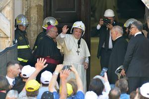 Papa Francesco in visita a Camerino il 16 giugno 2019 (Ansa)