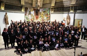 La foto di tutti i cori partecipanti all'edizione del 2019.