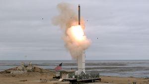 Il lancio di un missile americano a San Nicolas, in California, durante un'esercitazione svoltasi il 18 agosto 2019. Foto Reuters.
