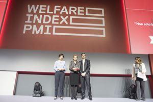 Presentazione di Welfare index PMI 2019 (da sinistra, Lucia Sciacca, Silvia Orsi Mazzucchelli, imprenditrice premiata, Marco Sesana e Maria Latella, giornalista).