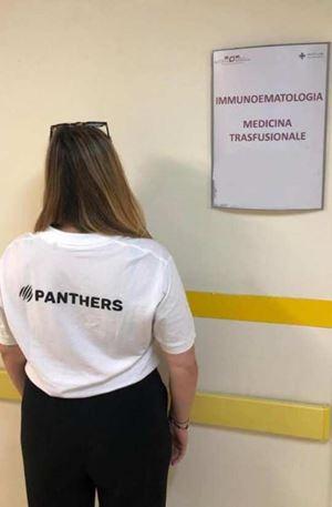Una delle atlete dei Panthers in attesa della donazione di sangue.