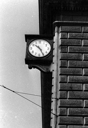 L'orologio della stazione fermo alle 10.25 l'ora dell'esplosione
