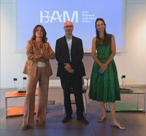 Da sinistra: Francesca Colombo, direttore generale culturale di Bam; Maurizio Salerno, direttore artistico dei Pomeriggi musicali; Kelly Russell Catella, direttore generale di Fondazione Riccardo Catella. In alto: il concerto dell'anno scorso.