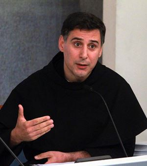 Il francescano padre Enzo Fortunato, 53 anni. Foto: Ansa.
