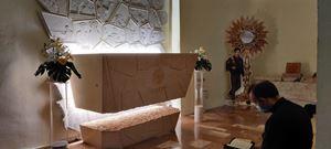 La tomba del beato Carlo Acutis nel Santuario della Spogliazione di Assisi
