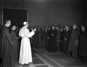Un momento dell'udienza concessa da Pio XII agli ebrei scampati ai campi di sterminio.  Foto Vatican News.