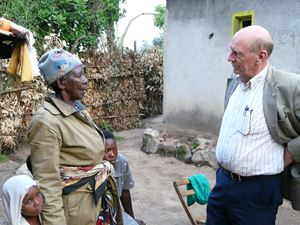 Pierantonio Costa con Zura Kurahimbi, candidata con lui e con Yolande Mukagasana al NObel per la Pace nel 2011.