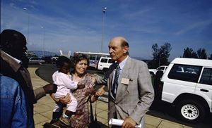 Costa insieme ad Amelia Barbieri, l'anziana infermiera che custodì una cinquantina di bambini ruandesi nell'orfanotrofio di cui era responsabile. Anche con l'aiuto dell'allora console italiano fu possibile farli arrivare in Italia.