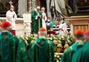 Il Papa apre il Sinodo a San Pietro, le immagini più belle
