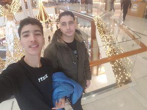 Othmane Mounsif, 18 anni, con suo padre Hamid, suo compagno di classe.