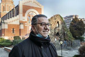 Don Maurizio Cuccolo, il parroco. Fotoreportage di Giovanni Panizza per Maria con te.