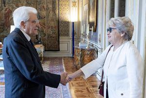 Maria Gabriella Carnieri Moscatelli con il presidente Sergio Mattarella nel 2019 (foto Ansa).