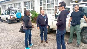 Luca Attanasio (il secondo da destra) il giorno della partenza da Bukavu, sabato 19 febbraio.
