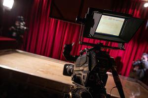 Una telecamera puntata sulla Sindone originale, Sabato Santo 11 aprile 2020. Foto Andrea Pellegrini/Sindone.org. Per gentile concessione.