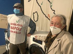 Maria, 74 anni, per 30 anni lavoratrice alla Whirlpool, con il figlio Ettore, assunto dall'azienda dopo che lei è andata in pensione. Foto Maria Elefante.
