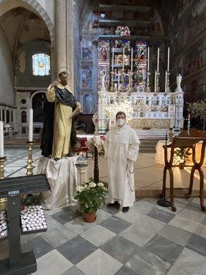 Padre Fabrizio Cambi nella Basilica di Santa Maria Novella.