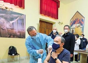 Vaccinazioni negli ambienti della catedrale di Palermo (foto Ansa)
