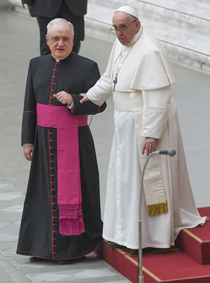Padre Leonardo Sapienza con papa Francesco (Ansa)