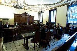 Un'immagine del processo in corso in Vaticano (Ansa)