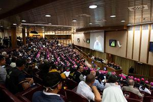 Sopra, in alto e in copertina immagini dell'ultimo Sinodo dei vescovi, quello sull'Amazzonia, svoltosi in Vaticano dal 6 al 27 ottobre 2019. Foto Reuters.