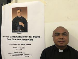 Il giovane vocazionista Jean Emile Rasolofo, guarito dal coma, è il testimone della santità del Beato Giustino Maria Russolillo (nel manifesto alle sue spalle).