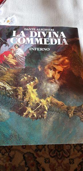 La sua copia della Divina commedia di Famiglia cristiana con le illustrazioni dei fratelli Gregori.